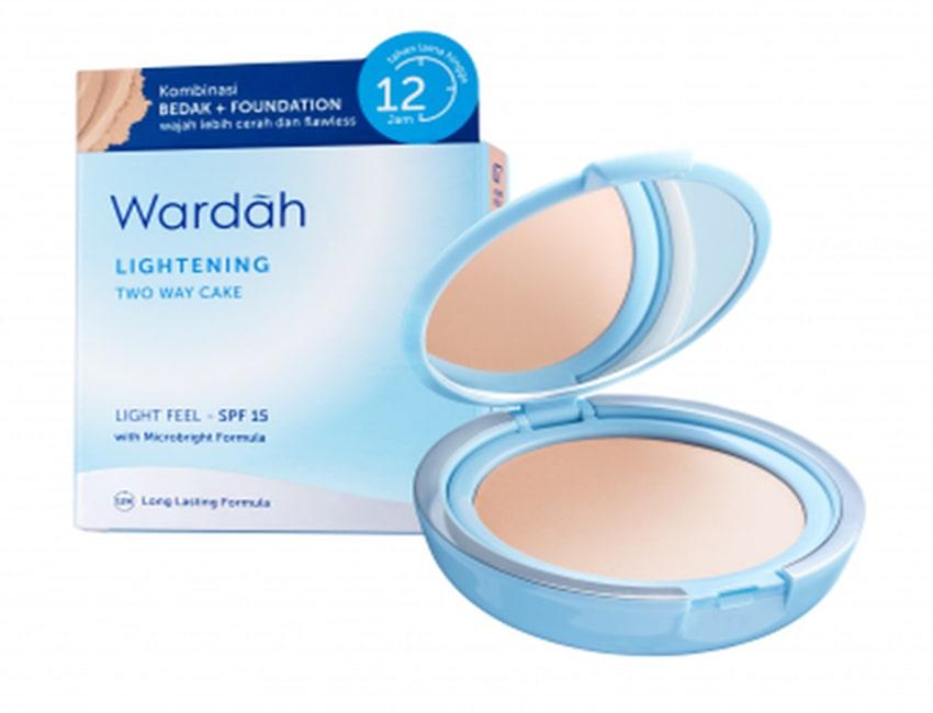 Wardah Lightening Two Way Cake Light Feel, bedak wardah bagi kulit berminyak
